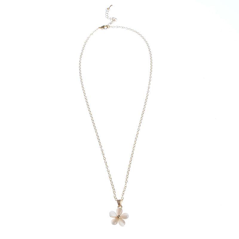 Colier-cu-floare-alba-mica