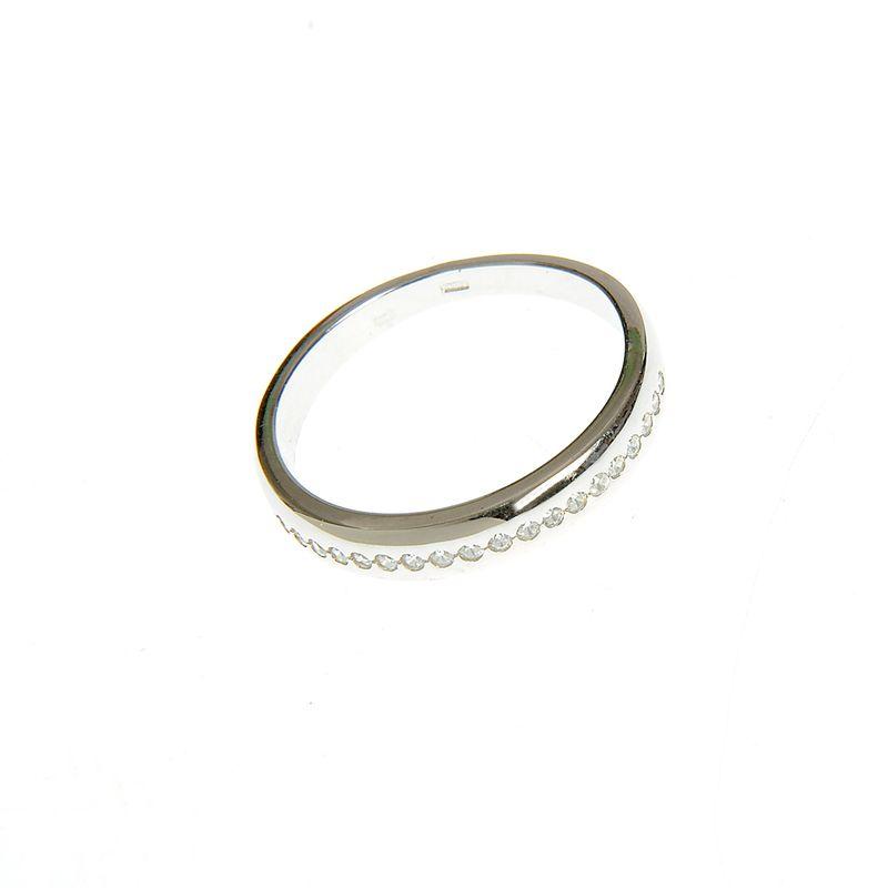 Inel-argint-model-cu-mici-insertii