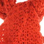 Fular-rosu-tricotat-cu-franjuri-lungi