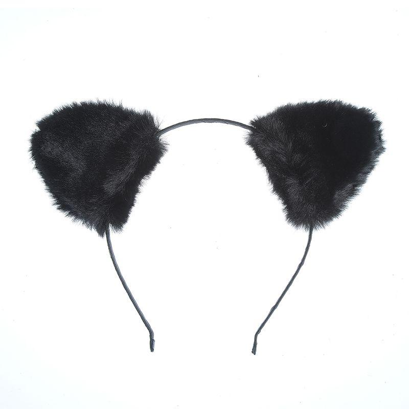 Bentita-cu-urechi-pufoase-negre