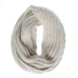 Fular tricotat cu fir argintiu