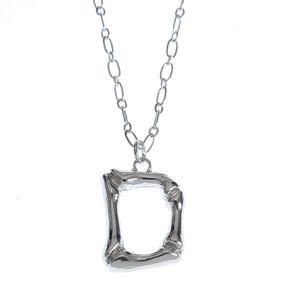 Colier argintiu cu pandantiv D