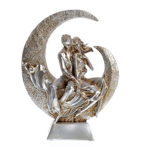 Statueta indragostiti pe luna