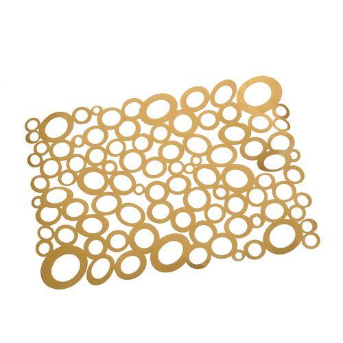 Individual din cercuri aurii