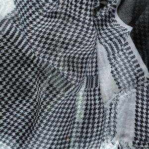 Esarfa cadrilata alb cu negru