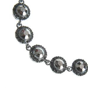 Colier argintiu cu flori gri