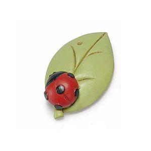Magnet gargarita pe frunza