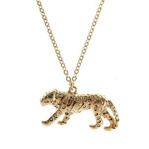 Colier auriu cu pandantiv felina