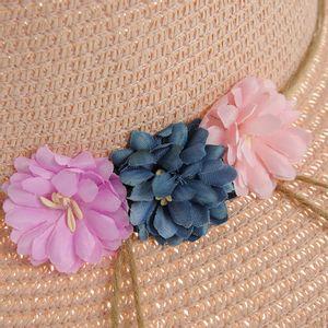 Palarie roz cu flori aplicate