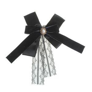 Brosa tip cravata neagra cu dantela