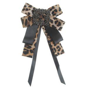 Brosa tip cravata cu model animal print