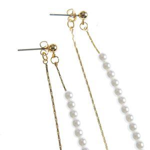 Cercei lungi cu perle albe