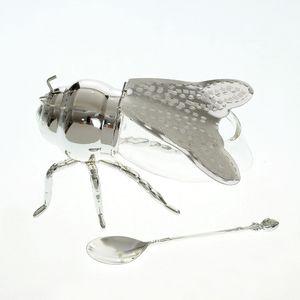 Zaharnita sub forma de insecta 15x10 cm