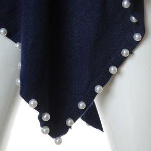 Poncho albastru cu perle albe