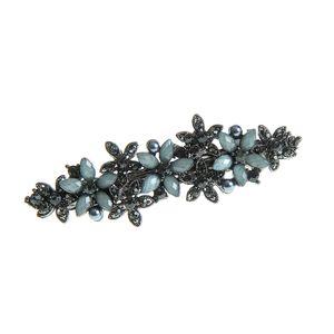Clama neagra cu flori mari si mici